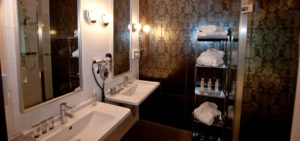 Fashion Royal Suite Bathroom - Westcord Hotels