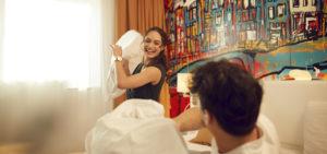 westcord-art-hotel-amsterdam-kamer-kussengevechtjpg - Westcord Hotels