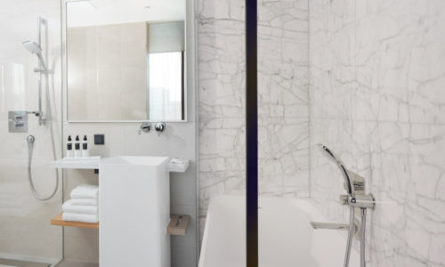 HJA – Junior Suite with bath and shower - WestCord Hotels