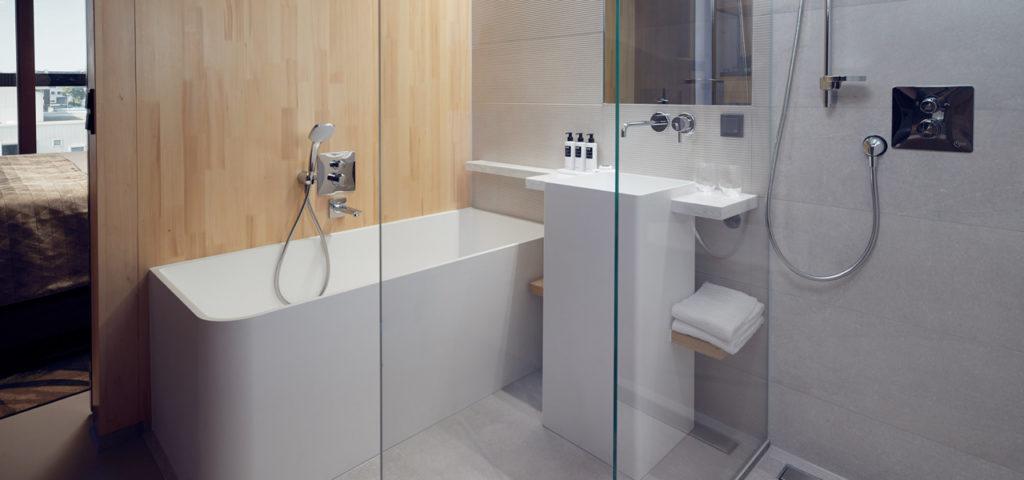 hotel-jakarta-amsterdam-superior-waterfront-room-kamer-bath-bad-westcord-hotels - Westcord Hotels