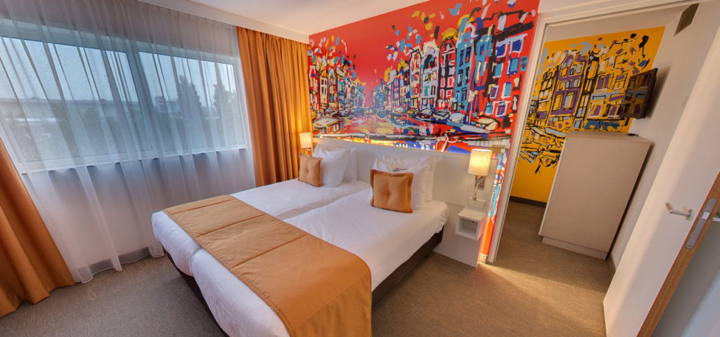 360º photo Quad Deluxe Room Art Hotel Amsterdam *** - Westcord Hotels