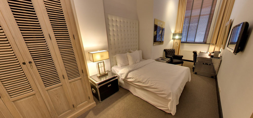 360º photo Patio Room - Westcord Hotels