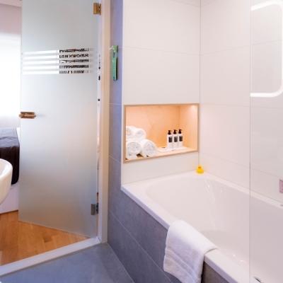 Comfort Plus Bathroom - Hotel Delft