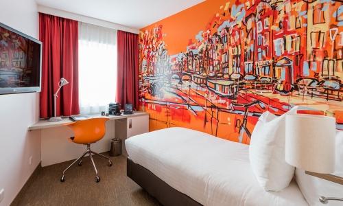 single-kamer-oranje-art-hotel-amsterdam
